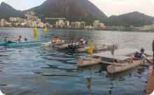 Barcos solares se preparando para a competição.