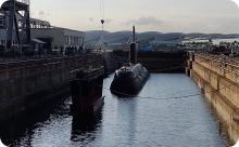 """Submarino """"Tupi"""" e Porta Batel no Dique Santa Cruz"""