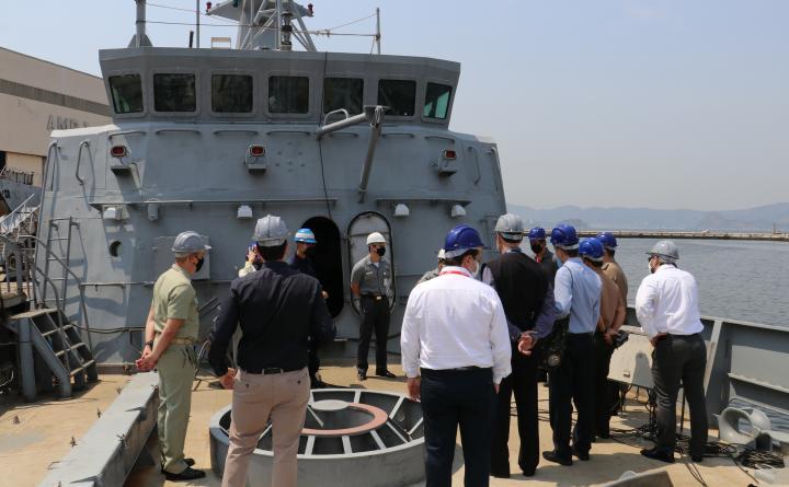 Arsenal de Marinha recebe visita de estagiários do Curso de Gestão de Recursos de Defesa