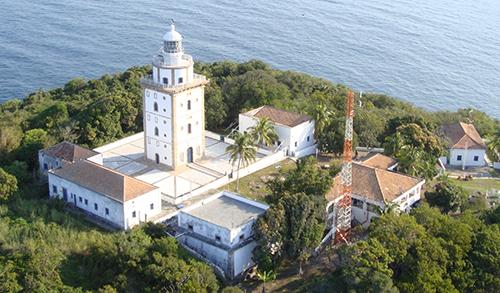 Centro de Auxílios à Navegação Almirante Moraes Rego realiza manutenção da Rádio Farol Ilha Rasa