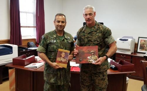 Contra-Almirante (FN) Eduardo durante visita ao Comandante da II Marine Expeditionary Force