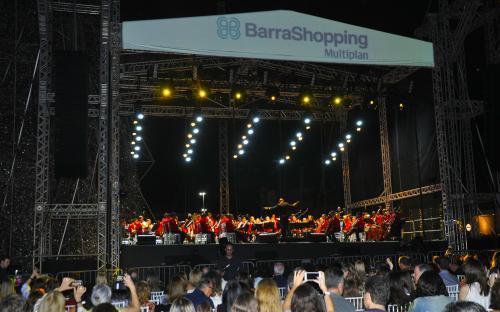 A Banda Sinfônica do CFN se apresentou durante a inauguração da árvore de Natal do Barra Shopping
