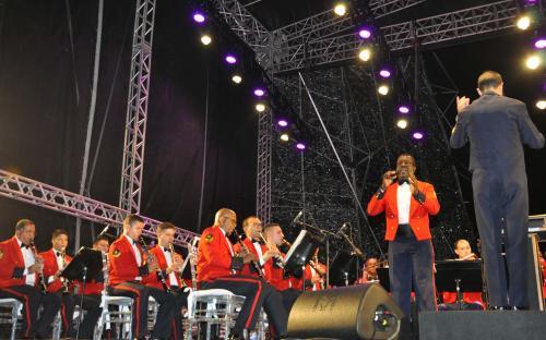 Ao som de canções natalinas, os militares músicos emocionaram a plateia