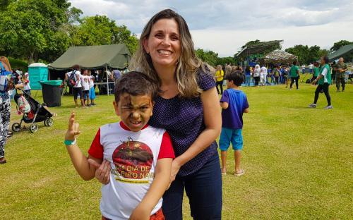 O pequeno Davi Jardim foi ao evento acompanhado da mãe, Marta