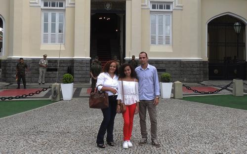 A estudante Maria Clara participou da manha cultural, acompanhada de seus pais, Sandra e Fabrízio