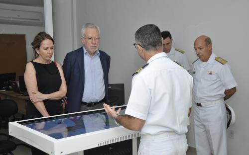 Acompanhado da esposa, Alexandre Garcia percorreu as instalações da Organização Militar
