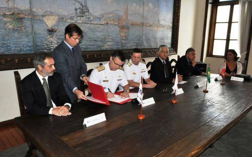 Acordo entre Marinha do Brasil e FIRJAN visa à inclusão de jovens carentes por meio do esporte e da cidadania