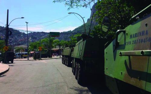 Além dos militares, mais de 10 viaturas blindadas foram empregadas nas ações
