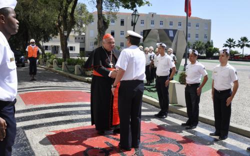 Arcebispo do Rio de Janeiro é recepcionado pelo ComGerCFN em visita à Fortaleza de São José da Ilha das Cobras
