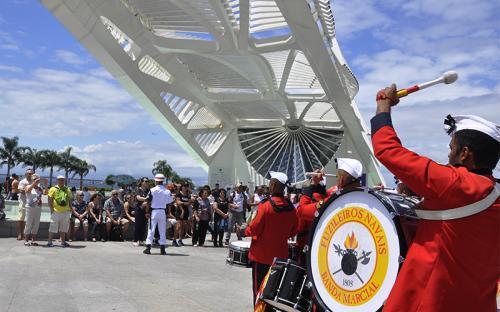 Banda Marcial durante apresentação em frente ao Museu do Amanhã
