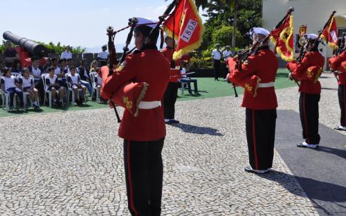 Crianças e jovens se encantaram com a apresentação da Banda Marcial do CFN
