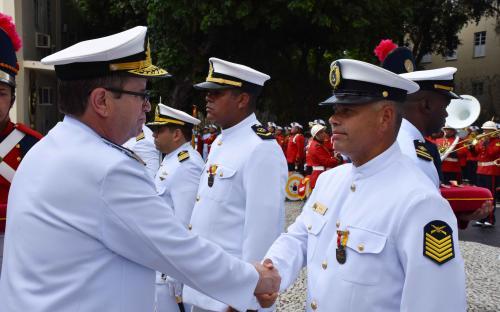 Foram agraciados 52 militares com quatro âncoras em ouro, prata ou bronze