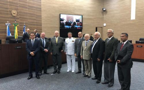 Comandante-Geral do CFN foi um dos agraciados em solenidade alusiva aos 30 anos do TRF2