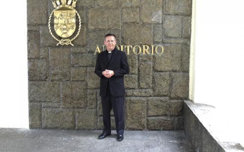 O Padre Aldo, assessor eclesiástico da Pastoral do Menor, acredita que a música é uma forma de levar esperança aos jovens carentes assistidos pela instituição