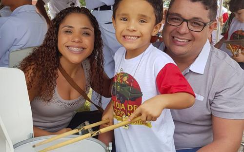 O pequeno Pedro, de 5 anos, participou do evento acompanhado dos pais