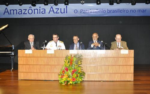 Representantes da Marinha do Brasil e acadêmicos da ABL compuseram a mesa