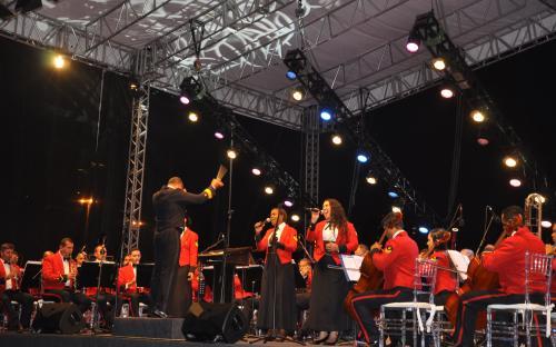 Sinfônica emocionou o público ao som de sucessos nacionais e internacionais