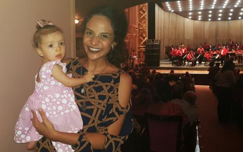 A jovem Maria Beatriz elegeu a canção do filme Missão Impossível como sua favorita