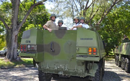 As comitivas percorreram as instalações das Organizações Militares em viaturas operativas do CFN