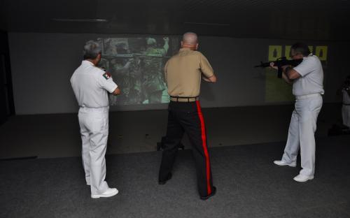 Na Base de Fuzileiros Navais da Ilha do Governador, os militares participaram de uma simulação de tiro