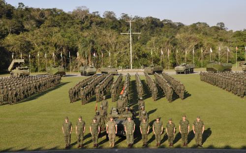 No Comando da Divisão Anfíbia, a comitiva assistiu a um desfile de Unidade Anfíbia