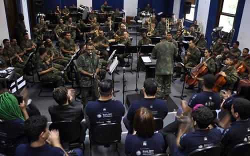 A Banda Sinfônica interpretou clássicos nacionais e internacionais durante apresentação