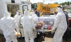 Após ser resgatado o paciente infectado é acomodado em uma Macabolha.