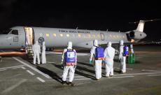 Durante a descontaminação das aeronaves, foram empregados militares habilitados para desinfecção de ambientes, material e pessoal