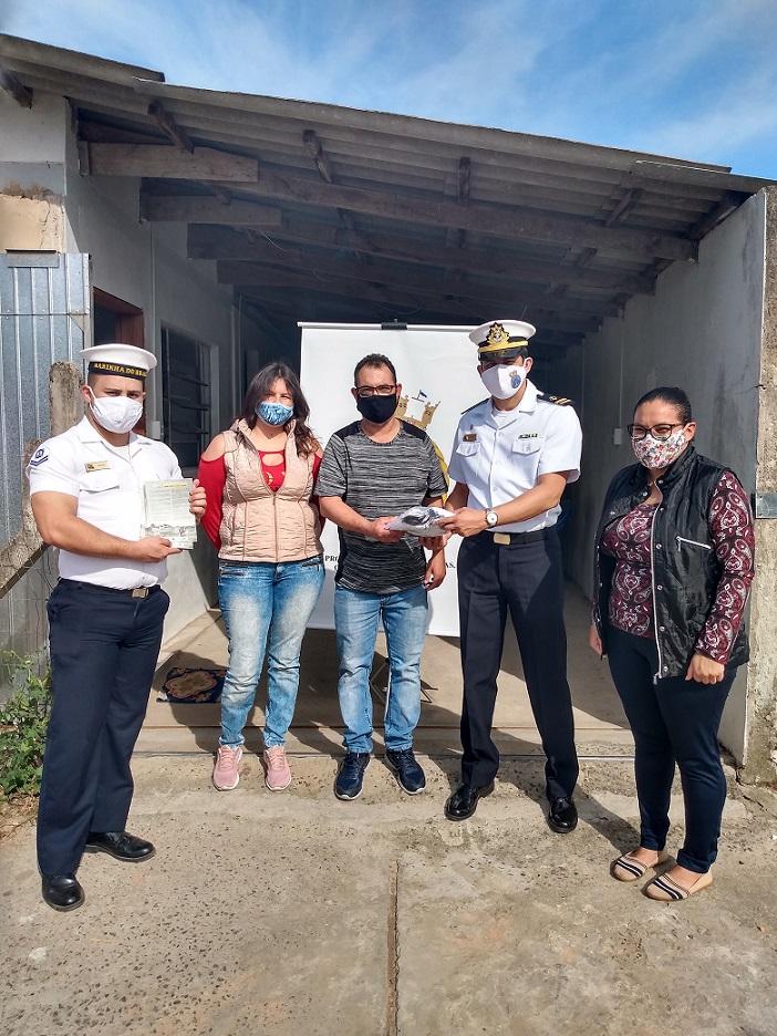 Comunidade pesqueira dos Palmares recebe doação de máscaras da AgTramandai.jpg