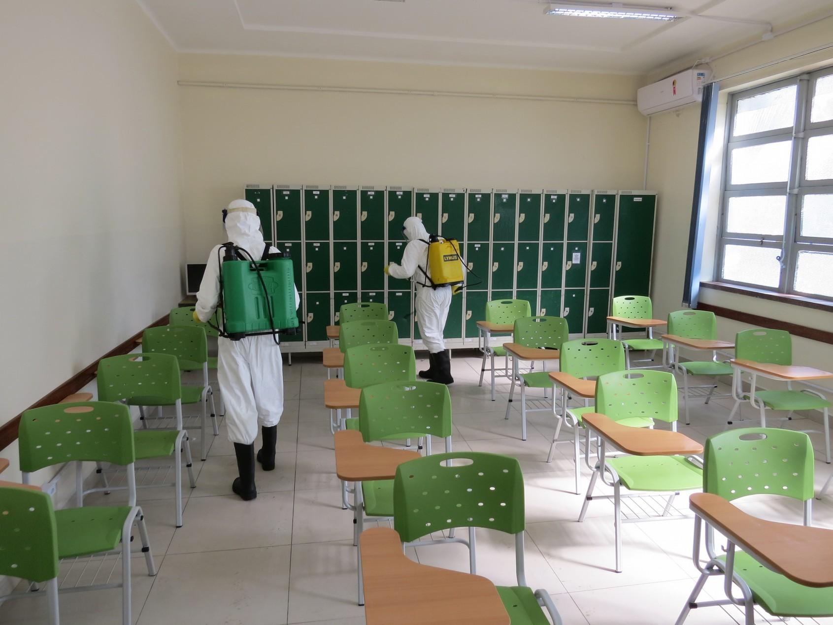 EAMSC realiza desinfecção em Salas de Aula.jpg