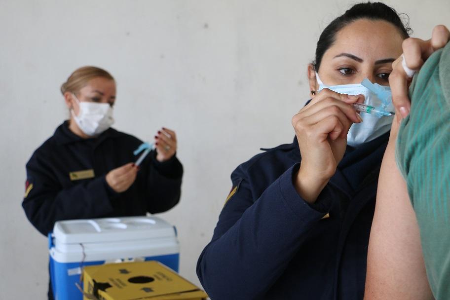 Militares da PNRG em apoio à vacinação.JPG