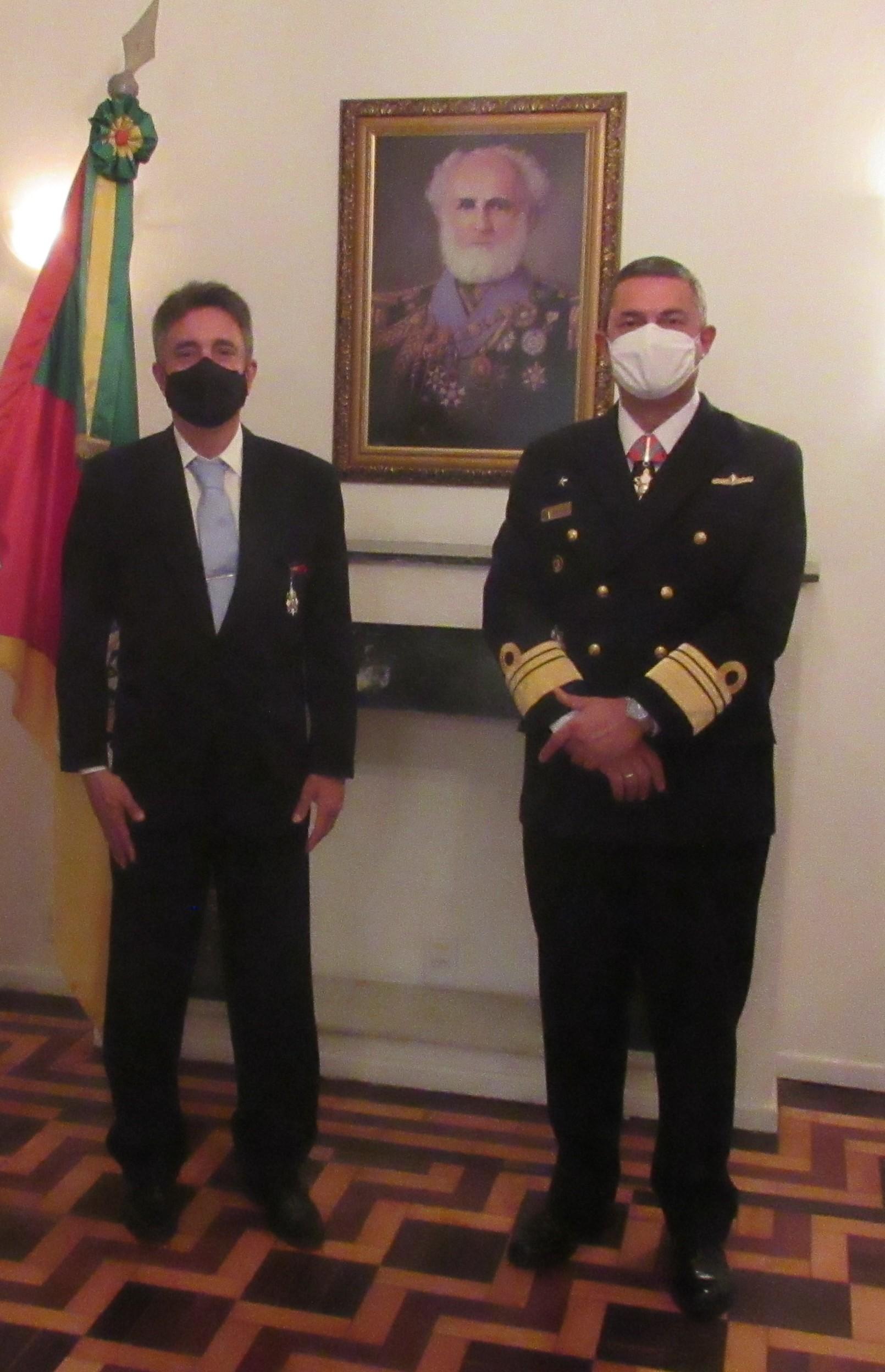 Vice-Almirante Henrique Baptista e o Soamarino Eduardo Ribas.jpg