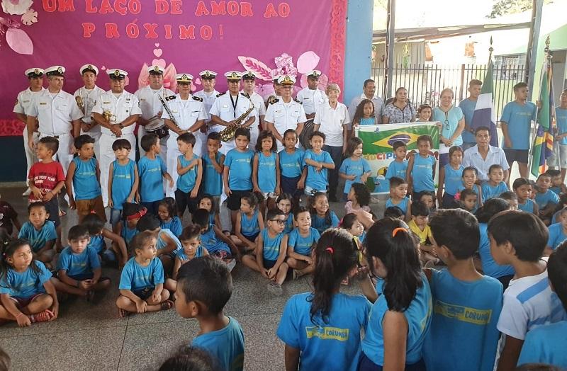 Banda de Música do Com6ºDN com alunos da Escola Municipal Djalma Sampaio Brasil