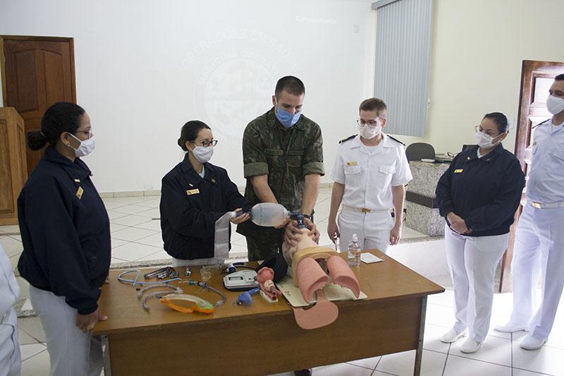 Adestramento de intubação orotraqueal