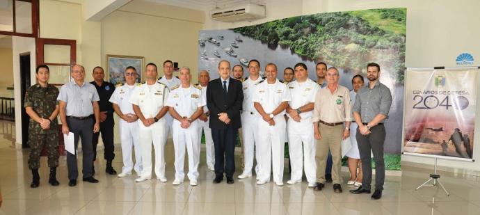 Participantes da reunião regional Cenários de Defesa