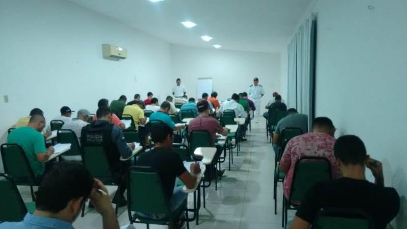 Candidatos durante prova em Tangará da Serra-MT