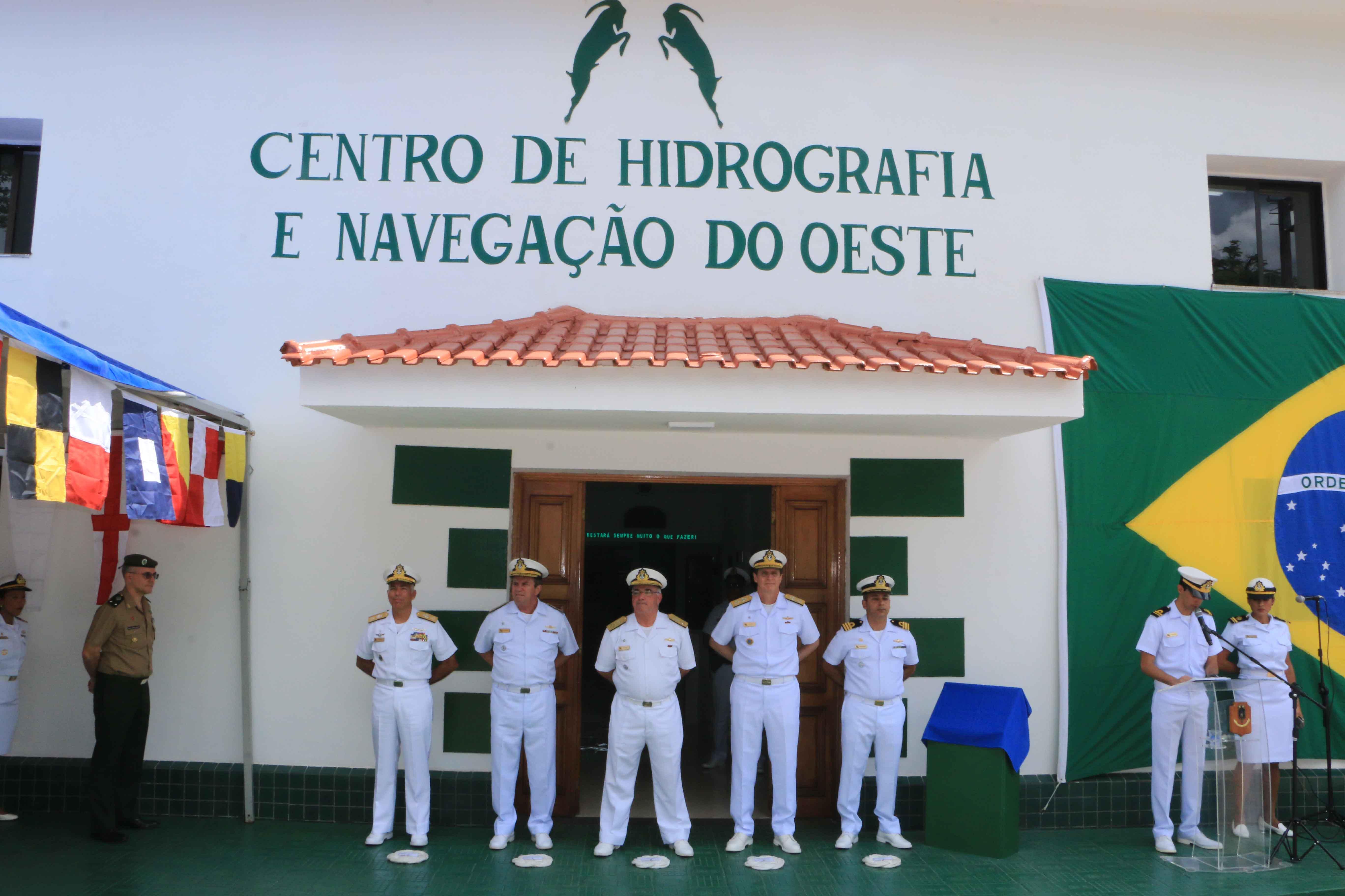 Cerimônia contou com presença de autoridades civis e militares