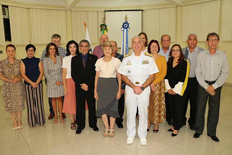 Diretoria e membros da nova gestão com o C Alte Arentz