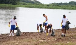 Militares retiraram cerca de 60kg de lixo
