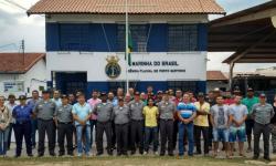 Alunos que concluíram o curso com militares da Agência Fluvial