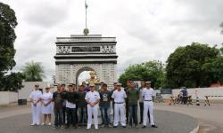 Contra-Almirante Carlos Eduardo Horta Arentz e candidatos do concurso público