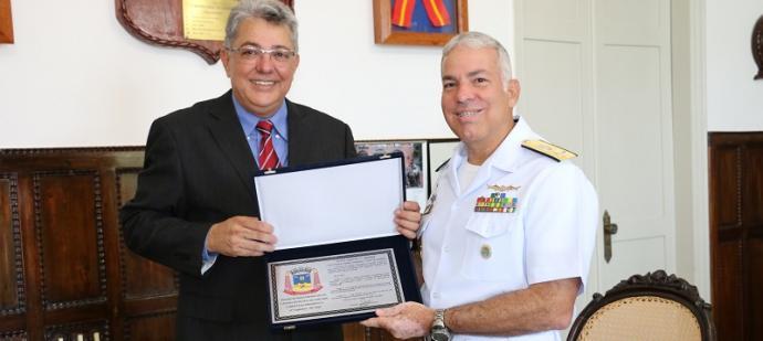 Contra-Almirante Arentz recebe homenagem no Com6DN