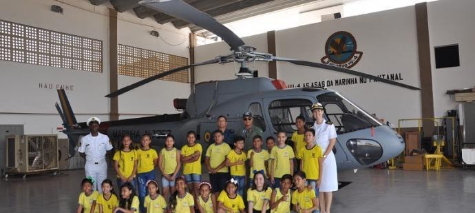 Alunos da Escola Municipal Farol do Norte durante a visita