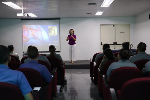 Professora Flávia Baptista apresenta os benefícios da Meditação Transcendental