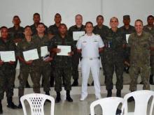 Formandos da Aeronáutica e o Capitão de Mar e Guerra Dutra