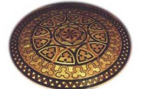 Piso central do Torreão em mosaico, com madeiras de árvores nobres do Brasil, algumas delas já extintas