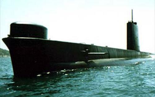 Proa, bochecha de bombordo e saída dos torpedos