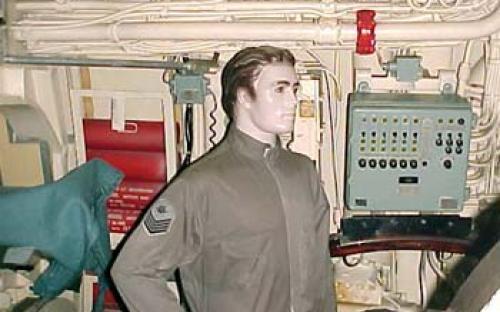 Compartimento de torpedos de vante e armas submarinas