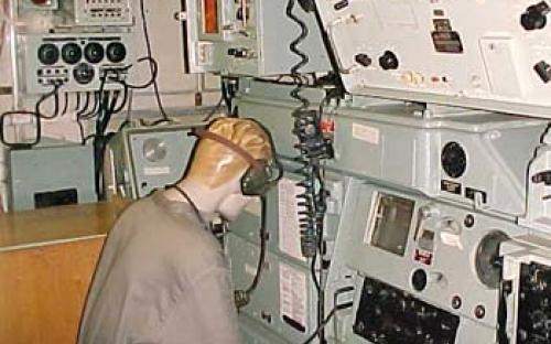 Sala de comando com o radiotelegrafista
