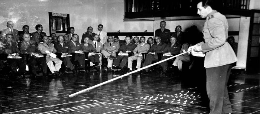 Jogo de Guerra no Tabuleiro da EGN, em 1950
